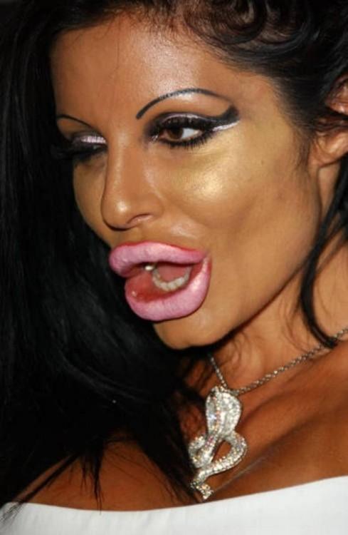 epic fail del maquillaje boca con botox y extra maquillada