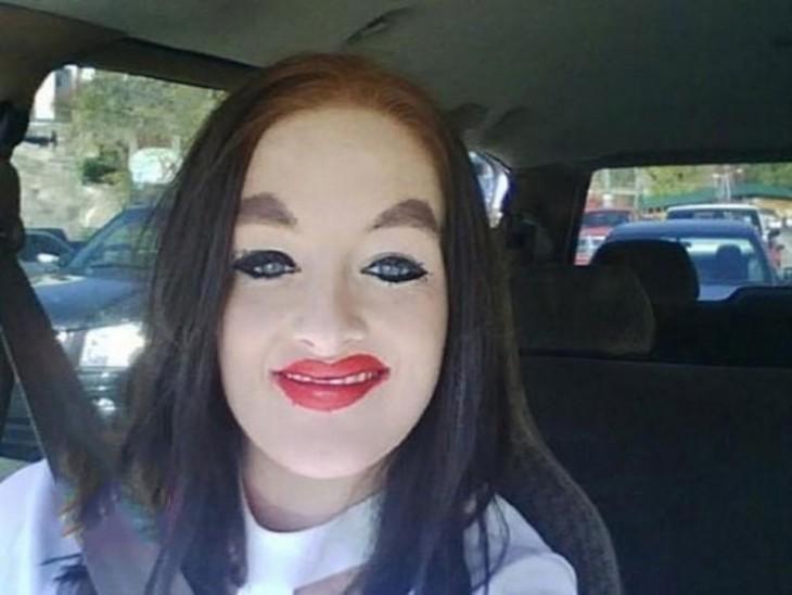 epic fail del maquillaje cara muy blanca como empanada