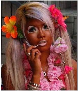 epic fail del maquillaje mujer sobre bronceada