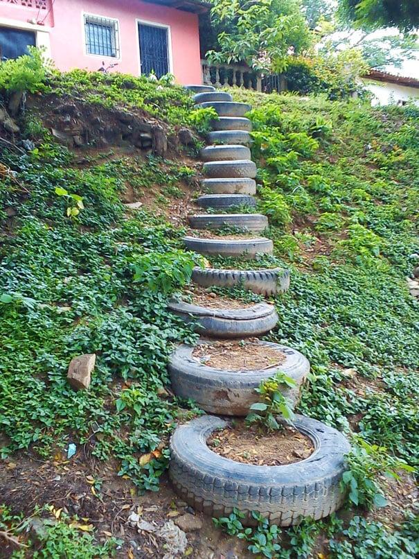 20 brillantes ideas para reciclar neum ticos usados for Ideas para decorar tu jardin reciclando