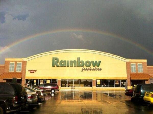 tienda con el nombre de aorcoris la abraza un arcoiris