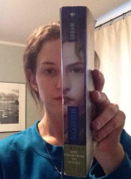 personas que se parecen a las portadas de los libros