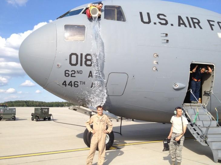 piloto mojaa su compañero