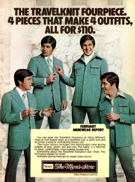 hombres con traje estilo beatles