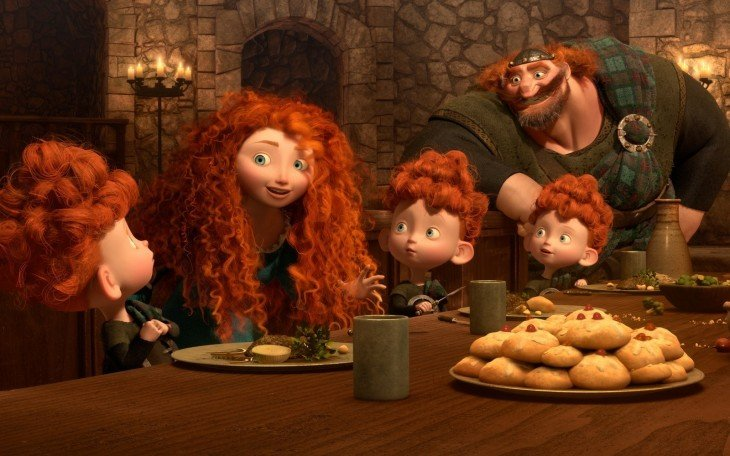 merida ofreciendo galletas imperiales a sus hermanitos