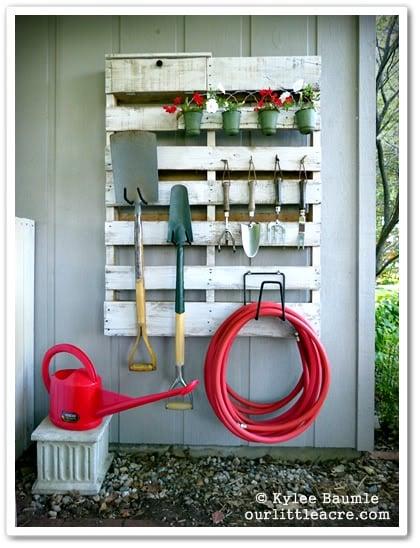 rack para jardin hecho de pallets diy