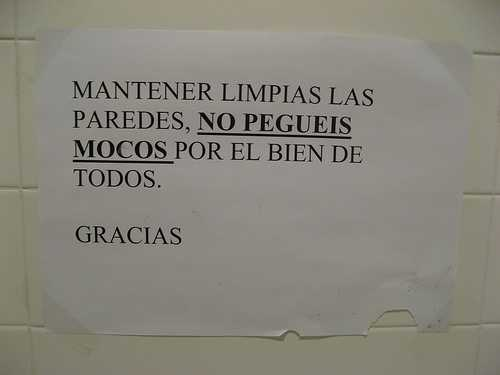 no embarres los mocos en la pared