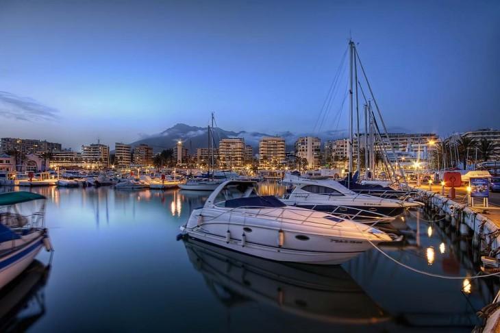 Puerto deportivo en Marbella, España