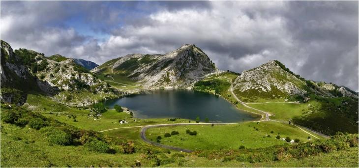 Lagos de Covadonga en el Parque Nacional de los Picos de Europa en Asturias, España