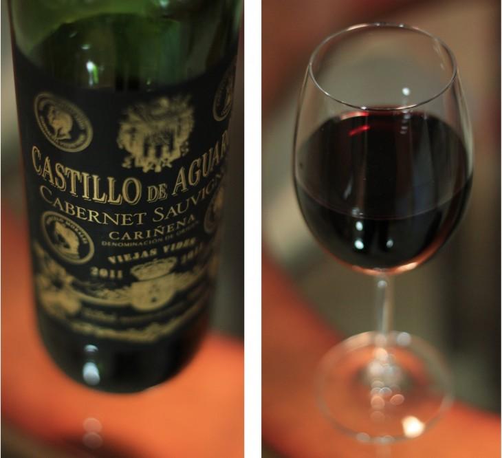 Botella y copa de vino Castillo de Aguaron, España