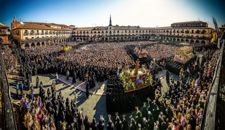 """Procesión de """"El Encuentro"""", Semana Santa en León, España"""