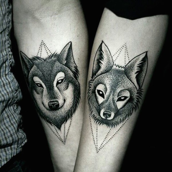 tatuaje de parejas una pareja de lobos couple tattoo