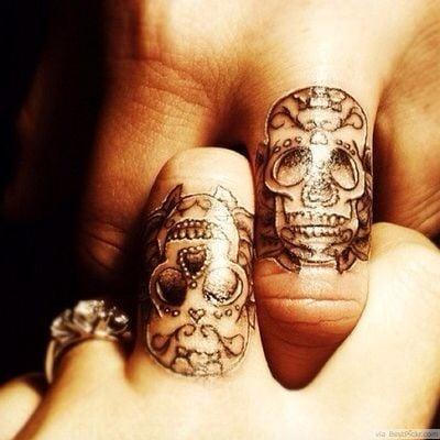 anillo de calaveras tatuajes para parejas
