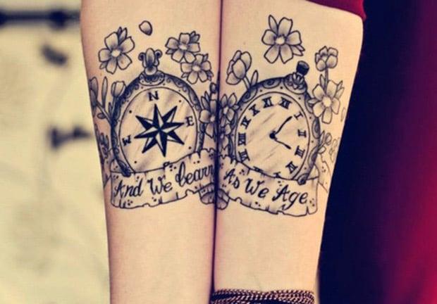 tatuaje para parejas de brujula y reloj en el tiempo