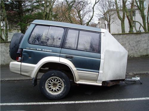 vagon hecho con la mitad de una camioneta