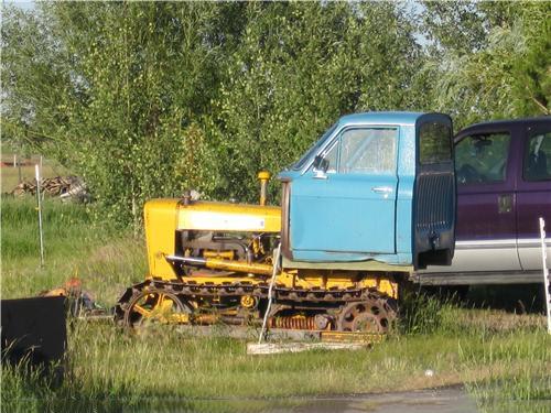 tractor con la cabina de una camioneta