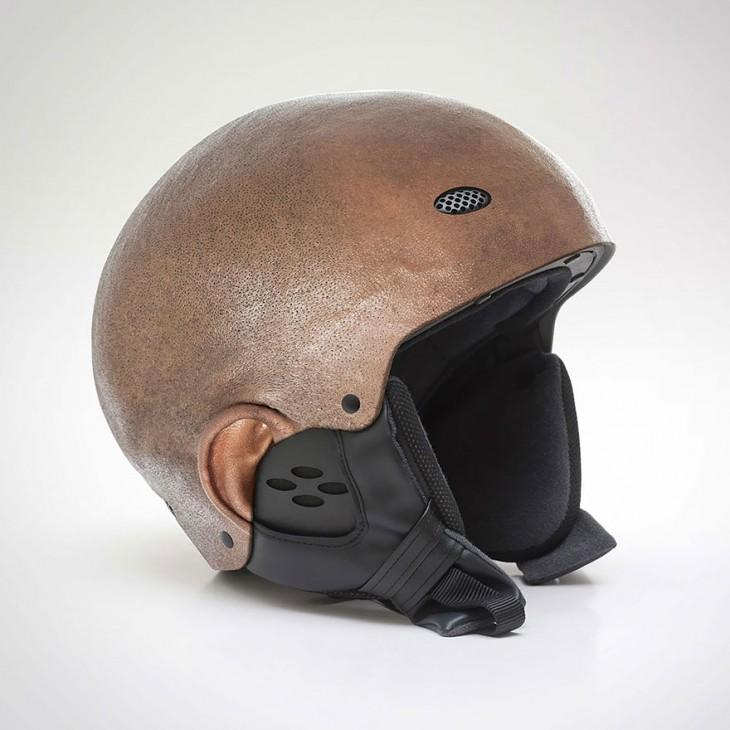 casco con forma de cabeza de un hombre negro