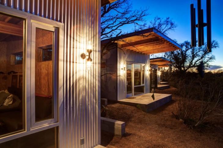 Casas construidas por mejores amigos a las orillas del río llano en Austin Texas