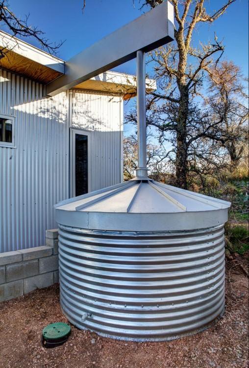 Las cabañas en Austin Texas recolectan el agua para preservar los pastos y árboles