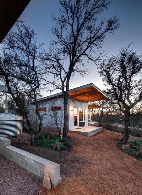 Cabañas hechas por amigos en el río llano en las afueras de Austin Texas