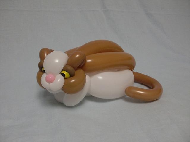 Figura de ardilla hecha con globos por Masayoshi