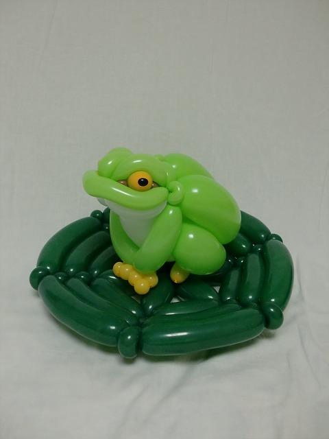 Rana hecha con globos de color verde