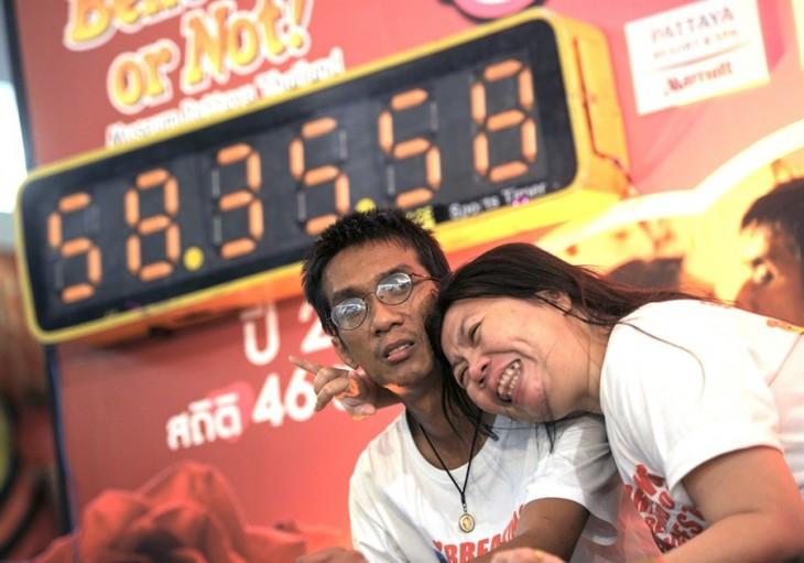Pareja con el record mundial del beso más largo del mundo