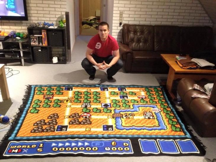 Chico noruego teje durante 6 años una alfombra con el mapa de Super Mario 3