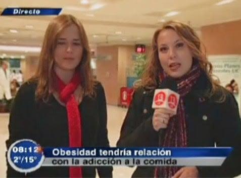 Captura de pantalla de un programa de televisión donde dicen que la obesidad tiene relación con adicción a la comida