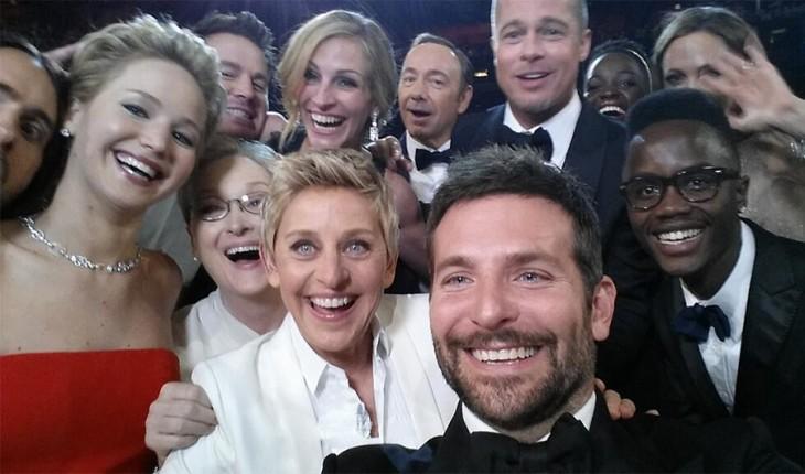 Selfie de artistas durante la entrega de los Oscar