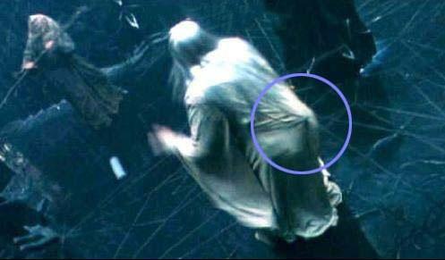 Error en la película el señor de los anillos donde se ve de donde van a jalar a un personaje