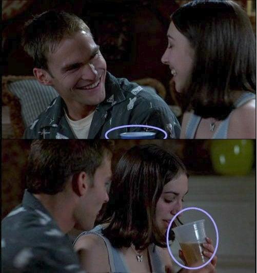 Escena de la película American Pie donde un vaso cambia de color en el salto de escena