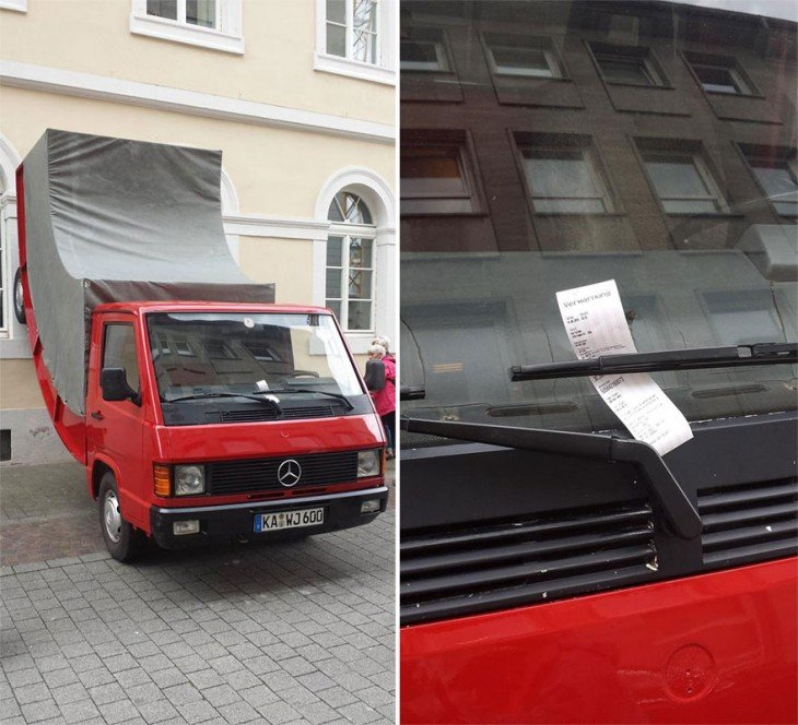 Escultura de un camión doblado en la pared fue multado en Alemania por estar mal estacionado