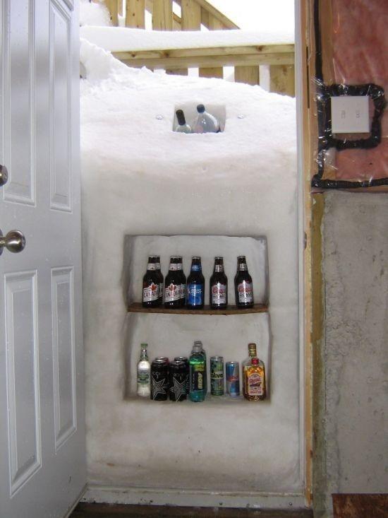 Hielo en una puerta en donde colocaron unas cervezas