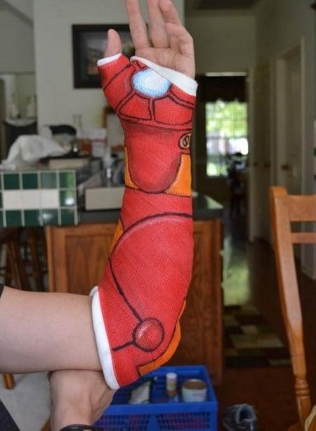Férula con dibujo de la mano de Ironman