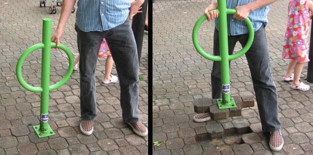 Fail de un chico con un portabicicletas que se sale del piso