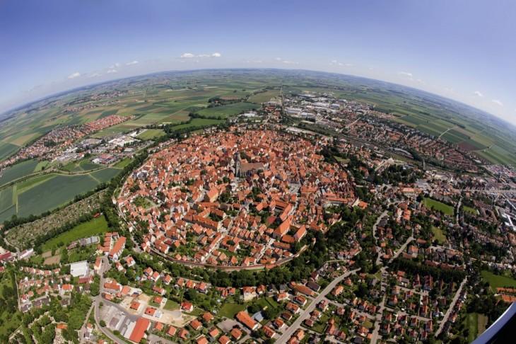 ciudad ubicada en un cráter hecho por un meteorito desde hace 14 millones de años