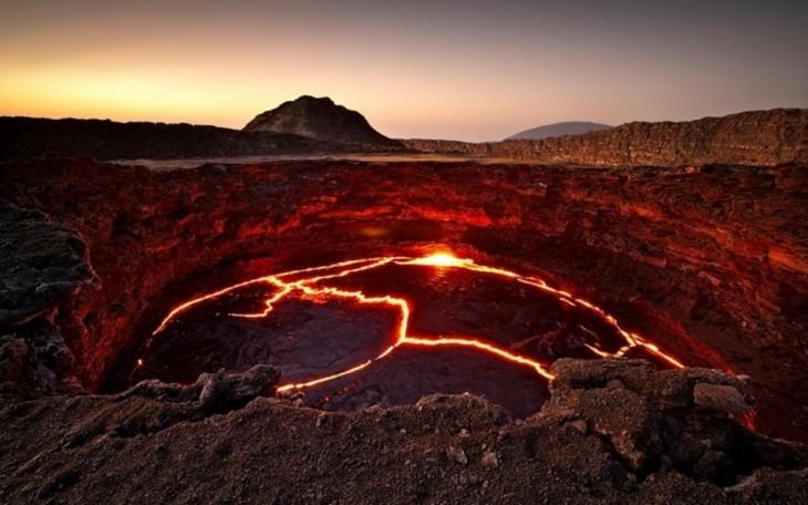 Lago de lava del volcán Erta Ale en Etiopía