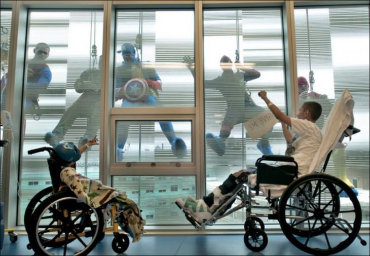 NIÑOS DEL HOSPITAL DE UCLA FELICES