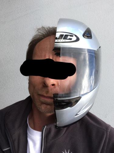 casco para motocicleta partida por la mitad