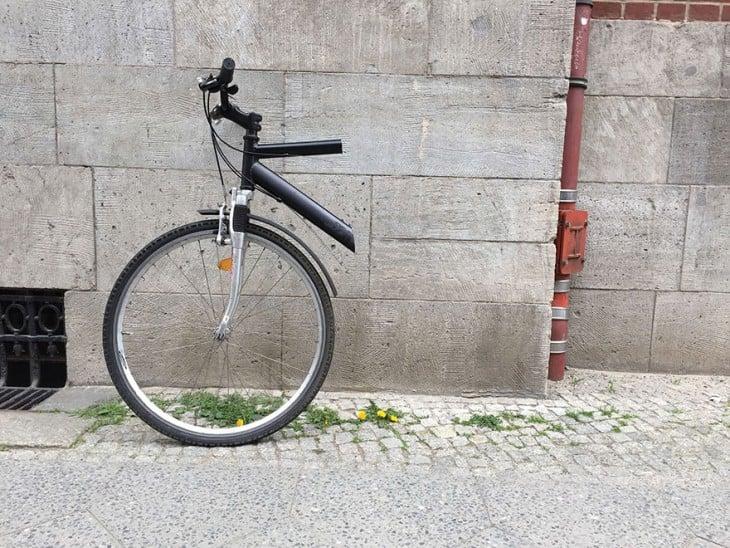 bicicleta partida por la mitad paraevitar darla en el divorcio