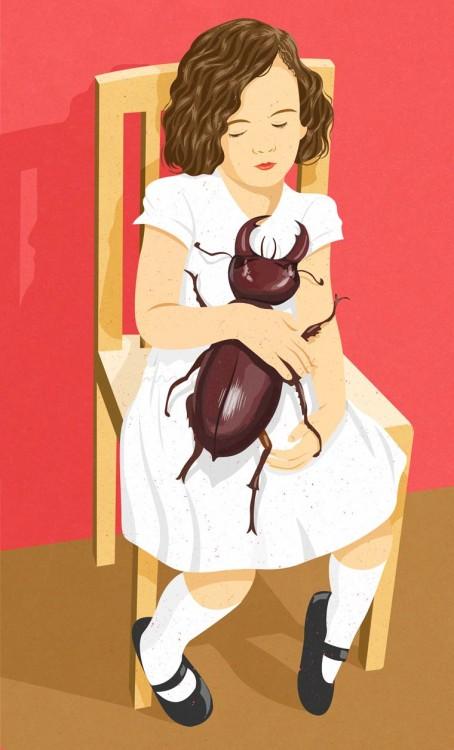 niña sentada en una silla con un escarabajo en sus brazos