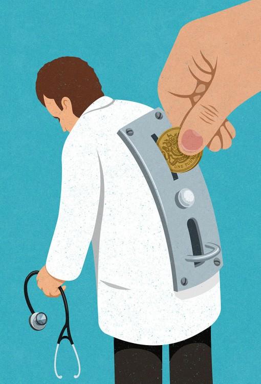 mano depositando una moneda a una alcancía en forma de medico