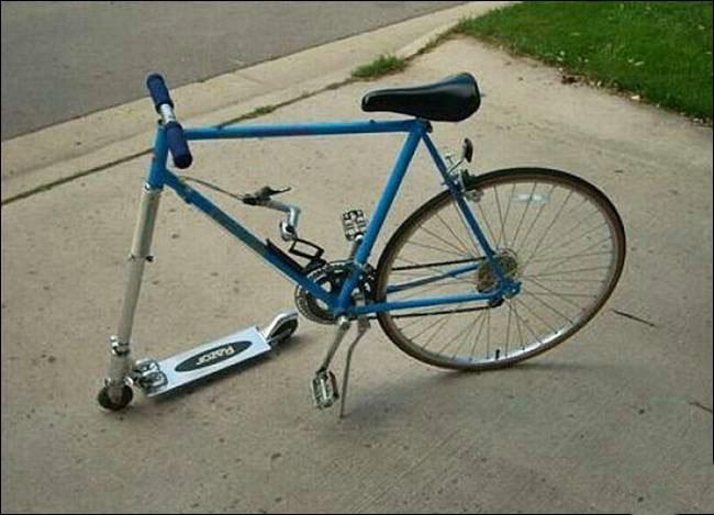Bicicleta que en su parte delantera lleva un scooter