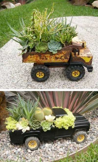 Mini jardín dentro de camionetas de juguete