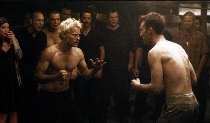 escena de la película fight club y una chica bebiendo