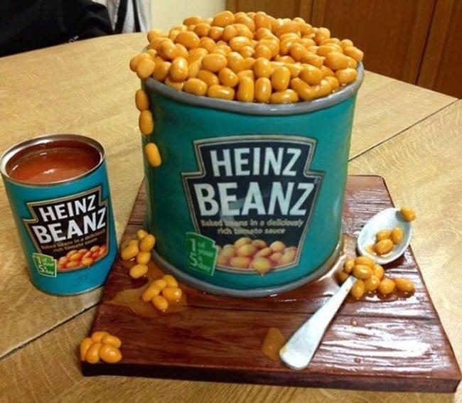 Pastel creativo en forma de Heinz Beanz