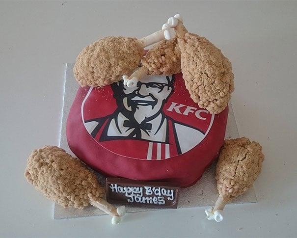 Pastel creativo en forma de pollo KFC
