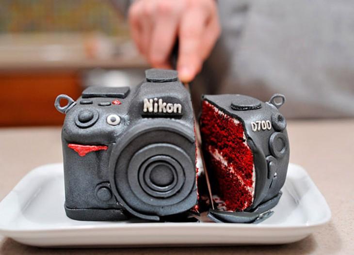Pastel creativo en forma de cámara fotográfica Nikon