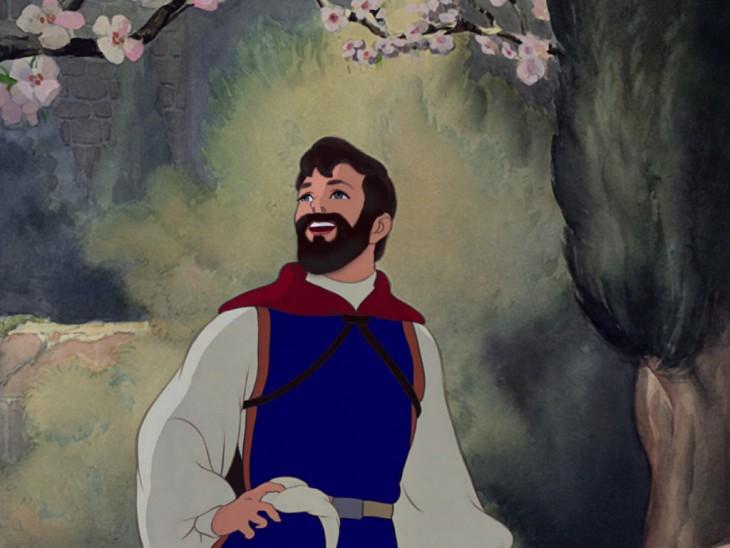 Príncipe Fernando de blanca nieves con barba debajo de un árbol